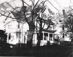 An early picture of the Carruth Street house