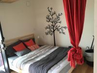 UHU bedroom