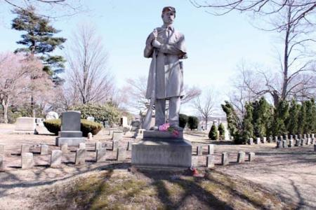 A memorial statue in Cedar Grove Cemetery recalls the leadership and sacrifice of Captain Benjamin Stone, one of more than 1,300 Dorchester men who fought for the Union cause in the Civil War. Stone was killed in action during the Second Battle of Bull Run in 1862. Photo by Leslie Fowle