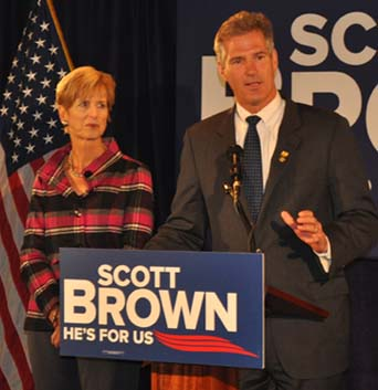 Christine Todd Whitman gives Brown the thumbs-up at Phillips Old Colony House: The former New Jersey governor, left, joined Sen. Brown at the landmark Morrissey Boulevard eatery and function hallon Tuesday afternoon.